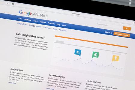 コンピューター画面で Google Analytics のサイトのクローズ アップ。Google Analytics では、web サイトに関する統計情報を生成する Google が提供するサービ