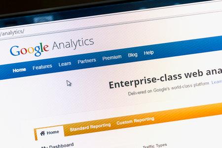 コンピューターの画面上の Google アナリティクスのメイン ページのクローズ アップ。Google アナリティクスは、ウェブサイトのトラフィックの統計情 報道画像
