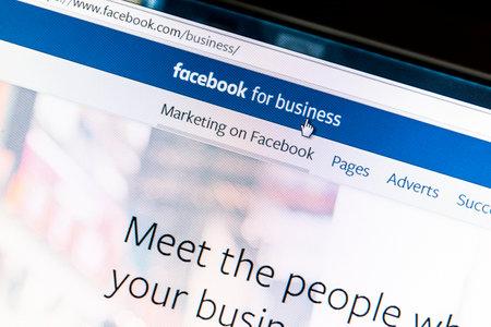 コンピューターの画面上のビジネス web ページの Facebook のクローズ アップ。Facebook は、web 上最大のソーシャル メディア ネットワークです。 報道画像
