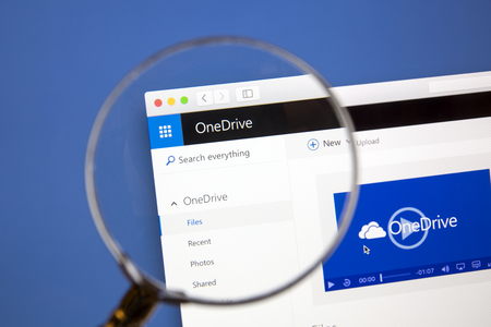 msn: Microsoft OneDrive website under a magnifying glass.