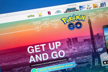 コンピューターの画面上で Pokemmon 行くウェブサイト。 報道画像