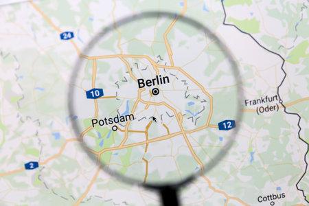 Berlijn op Google Maps onder een vergrootglas. Berlijn is de hoofdstad van Duitsland