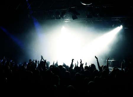 foule mains: Concert Crowd Black et White Light