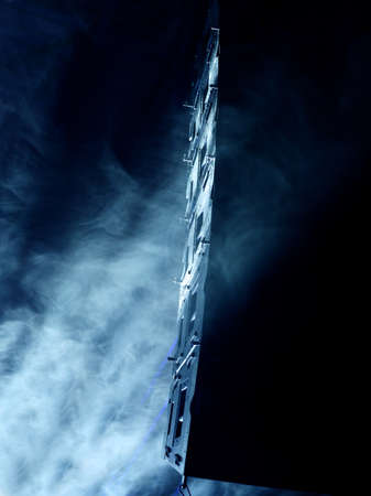 Haut-parleurs sur scène dans le brouillard et la lumière Banque d'images
