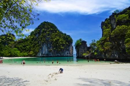 白い砂浜ビーチ島香港島、クラビ、タイで 写真素材