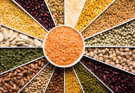 Haricots indiens, légumineuses, lentilles, riz et grain de blé dans un conteneur de concepteur de forme de rayons de soleil ou de soleil blanc, mise au point sélective.