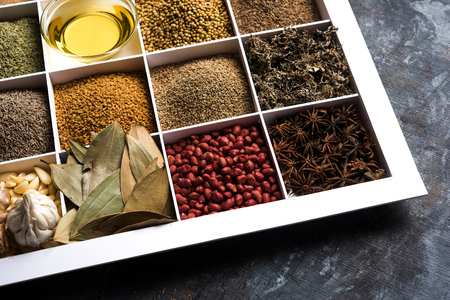Green peas dry recipe or matar ki sookhi sabji, served in a serving pan or terracotta bowl. Selective focus Imagens