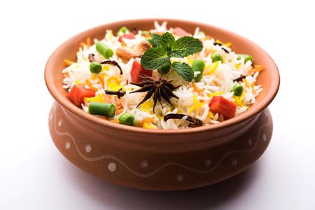 Indian Vegetable Pulav or Biryani made using Basmati Rice, served in a ceramic bowl. selective focus Archivio Fotografico