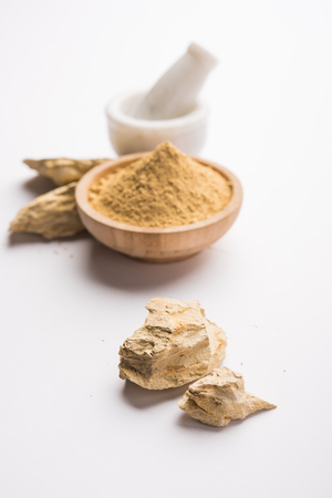 FullerS Earth Clay OR Multani mitti in a bowl along with raw stones and mortar Banco de Imagens