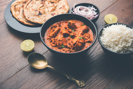 Murgh Makhani / Butter chicken tikka masala served with roti / Paratha and plain rice along with onion salad. selective focus Reklamní fotografie