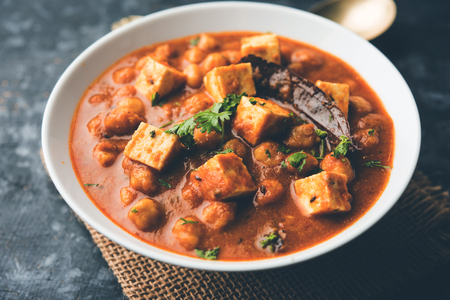 Chole Paneer curry made using boiled chickpea with cottage cheese with spices. Popular North Indian recipe. served in a bowl or serving pan. Selective focus Banco de Imagens
