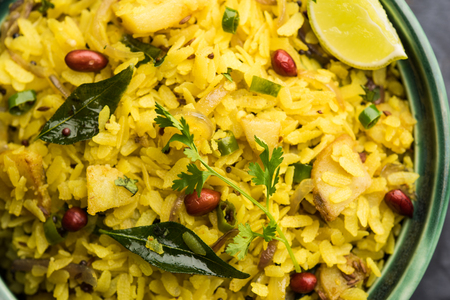 Aloo/Kanda Poha or Tarri Pohe with spicy chana masala/curry. selective focus Banque d'images
