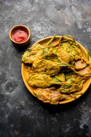 Crispy Palak/spinach Leaves pakoda or pakoda Фото со стока