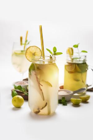 Shikanji is lemonade originating from the Punjab/India. Also known as shikanjvi or Nimbu Pani or sherbet. popular summer cold drink Standard-Bild
