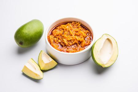 Green Mango würziges Chutney oder Kairi Takku ist eine Art von Instant-Hausgemachte Gurke Standard-Bild