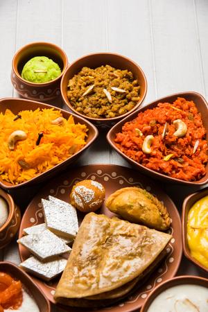 grupa Indian Sweet / mithai w misce z terakoty