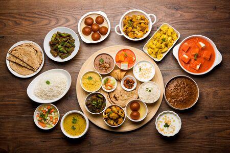 Veg Thali hindú indio / plato de comida, enfoque selectivo