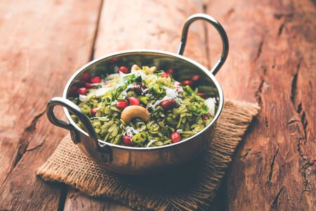 Hariyali Poha / Green Masala Pohe or flattened rice served in a bowl, selective focus 版權商用圖片