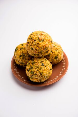 Jumbo Boondi Laddu mixed with dry fruits also know as laddoo/ ladoo/ laddo or Sweet dumplings made during festivals or weddings Stockfoto