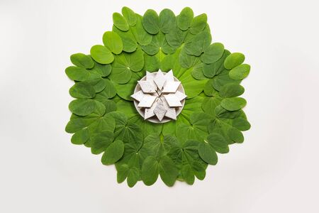 Indian Festival Dussehra, symbolic Golden or Piliostigma leaf or Bauhinia racemosa also known as Apta patti, arranged in circular pattern with Kaju Katli sweet burfi in plate at centre 스톡 콘텐츠