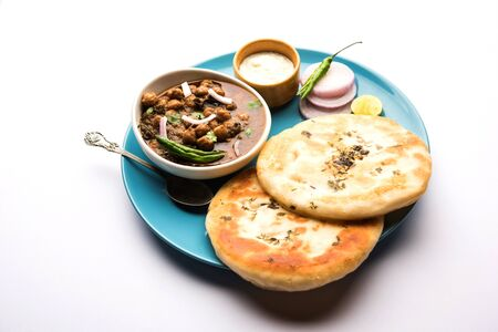 Pindi Chole Kulche or roadside choley Kulcha is a popular streetfood in India and Pakistan. It's a spicy Chickpea or chana curry served with Indian Flat Bread. Banco de Imagens