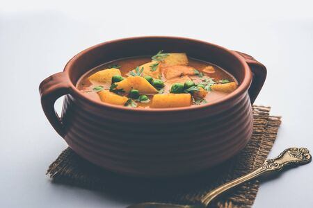 Aloo curry sabzi made using boiled potato with green peas. Banque d'images