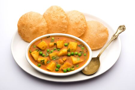 Aloo puri or potato curry with fried poori, popular Indian breakfast / lunch / dinner menu. 版權商用圖片