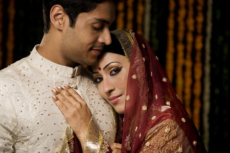 Portrait of an Indian bride and groom LANG_EVOIMAGES