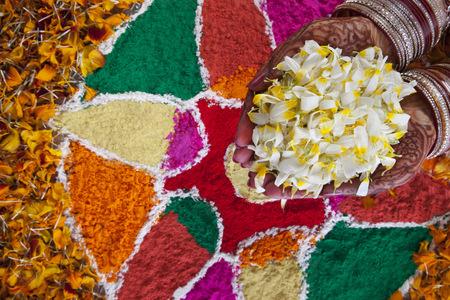 Close-up of a Brides hand holding flower petals LANG_EVOIMAGES