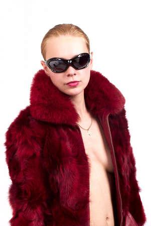bontjas: Vrouw in een bontjas en een zonnebril Stockfoto