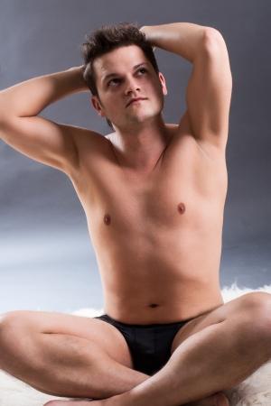 nudo maschile: Uomo nudo di riposo dopo un allenamento