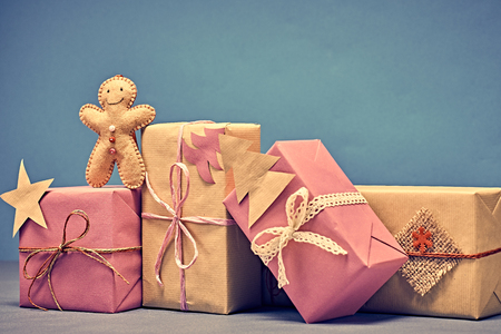 gift boxes merry christmas gingerbread men kraft paper bows ribbon lace