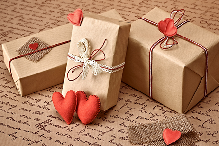 copyspase: Love hearts, Valentines Day. Handcraft gift boxes, presents. Couple of red felt hearts. Retro romantic styled. Vintage retro concept, unusual greeting card. Kraft paper, copyspase
