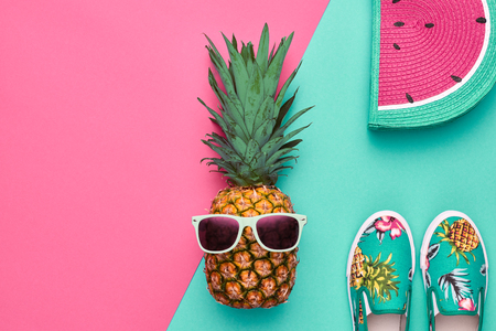 Fashion Hipster Pineapple Fruit. Bright Summer Color, Accessories. Tropical pineapple with Sunglasses, Stylish Handbag Creative Art concept. Minimal style. Pink blue summer party background Zdjęcie Seryjne