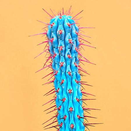 Cactus Neon. Minimal Stillife. Modeontwerp. Concept op gele achtergrond