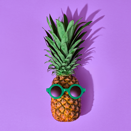 Pineapple Fruit Hipster. Bright Summer Color, Accessories. Tropical pineapple with Sunglasses. Creative Fun Art Style. Party Mood Zdjęcie Seryjne