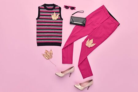Autumn Arrives. Fashion Lady Clothes fall Outfit. Trendy top, pink trousers. Stylish Handbag, Glamour heels, fashionable mood. Creative design autumnal Accessories Flat lay, pink color. Maple Leaf Imagens