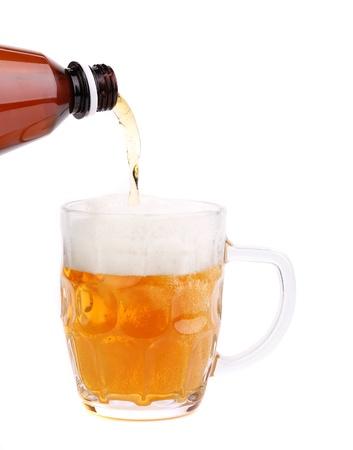 bottleneck: Bottleneck, stream, foam, glass of beer on a white background