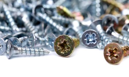 anodized: Galvanizado y anodizado marco tornillos. Close-up. Macro.