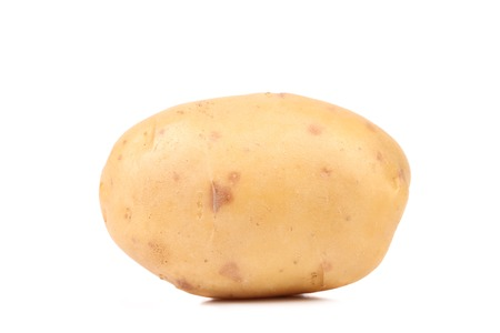 新鮮な黄色のポテト。白い背景上に分離。 写真素材