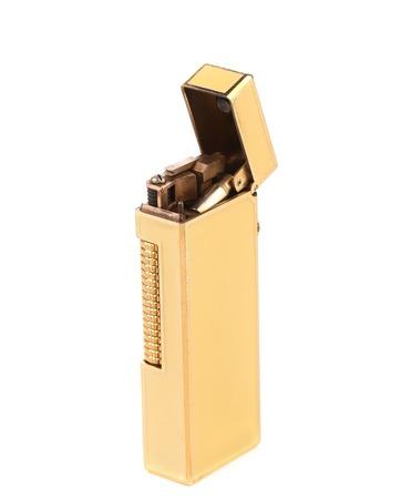 lighter gas: Elegante encendedor de gas de oro. Aislado en un fondo blanco.