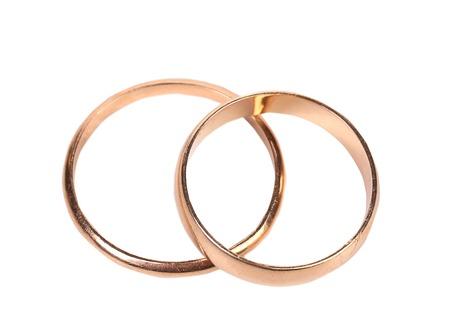 bodas de plata: Vista superior de los anillos de boda. Aislado en un fondo blanco.