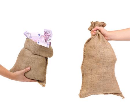 Due sacchetti in mano. Isolato su uno sfondo bianco.
