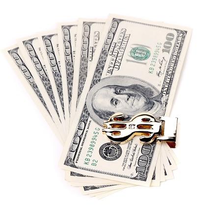 Cento dollari di banconote. Isolato su uno sfondo bianco.