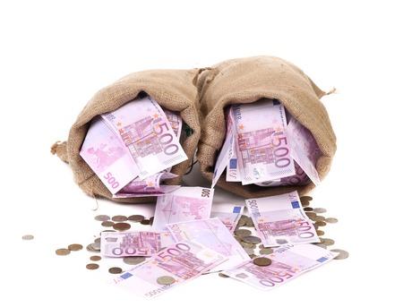 Due sacco pieno di soldi. Isolato su uno sfondo bianco.