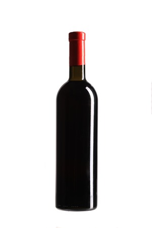 full red: Pieno bottiglia di vino rosso. Isolato su uno sfondo bianco. Archivio Fotografico