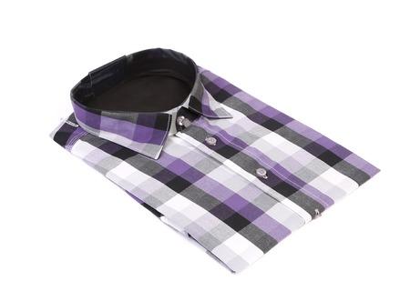 dry cleaned: Camicia viola di uomo su uno sfondo bianco Archivio Fotografico