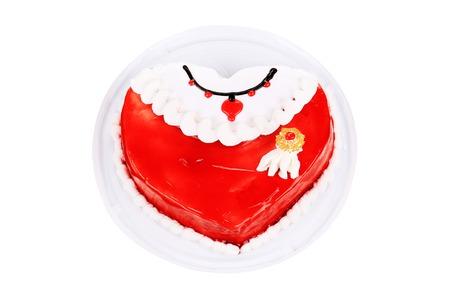 to cake layer: Red torta a strati. Isolato su uno sfondo bianco. Archivio Fotografico