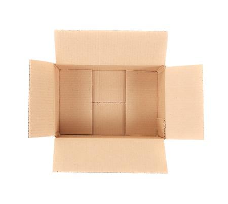 stockpiling: Caja de cart�n abierta. Aislado en un fondo blanco.