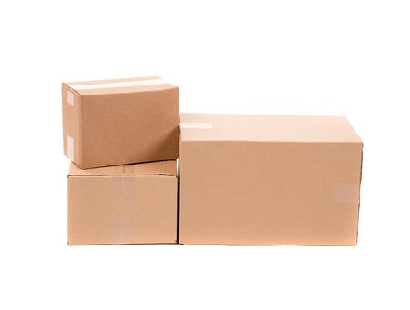stockpiling: Pila de cajas vac�as. Aislado en un fondo blanco. Foto de archivo